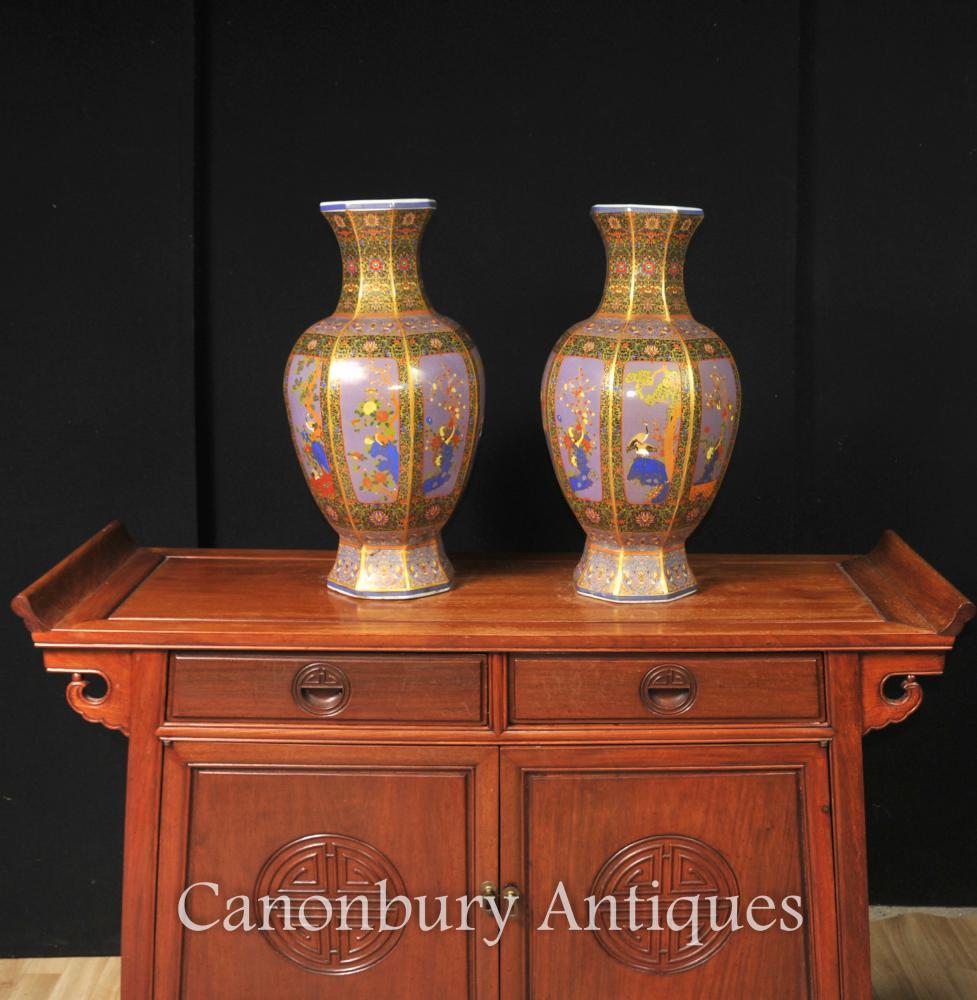 Paire De Vases Chinois En Porcelaine Imari Urnes Arabesques