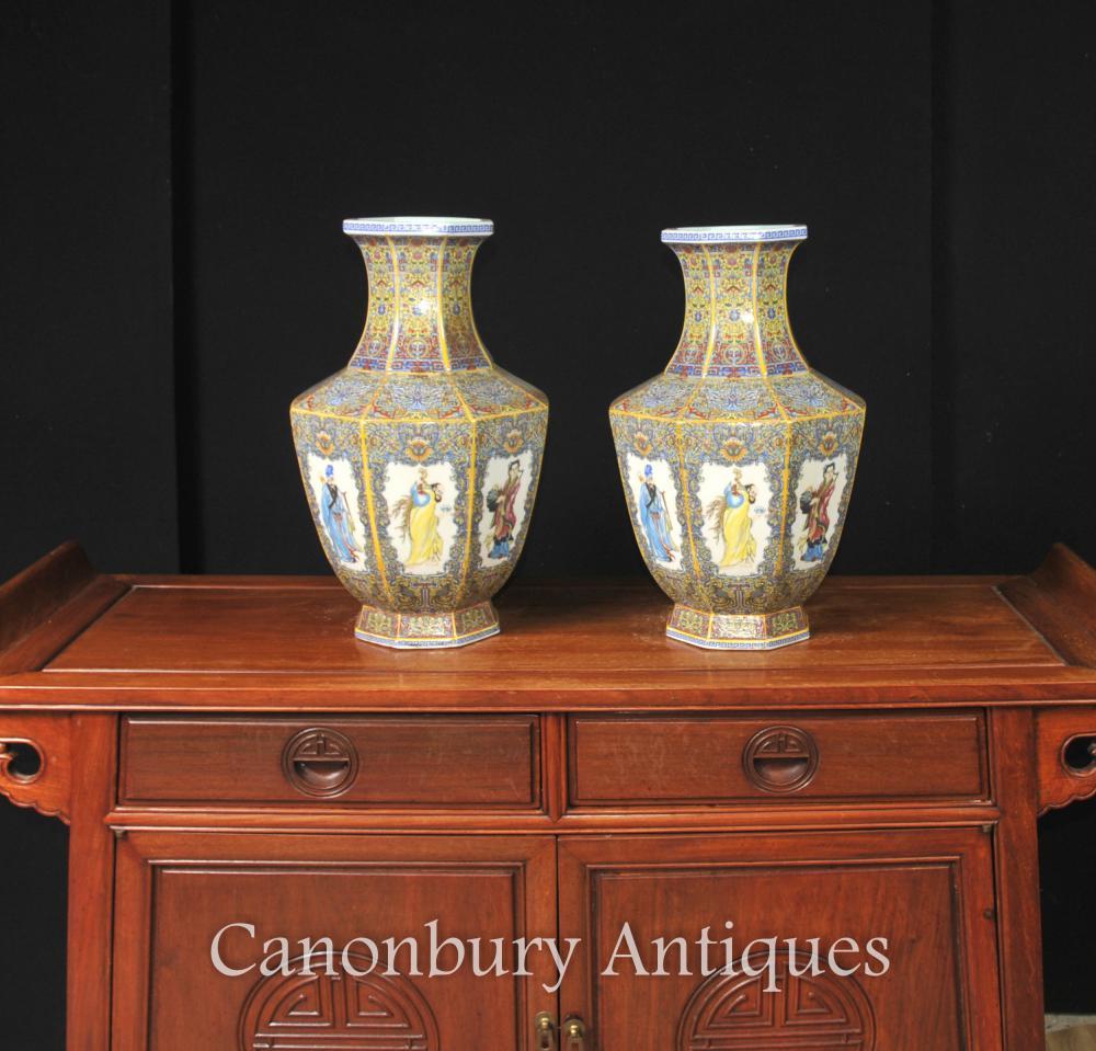 Paire De Vases Chinois En Porcelaine Imari Urnes De Forme Octogonale