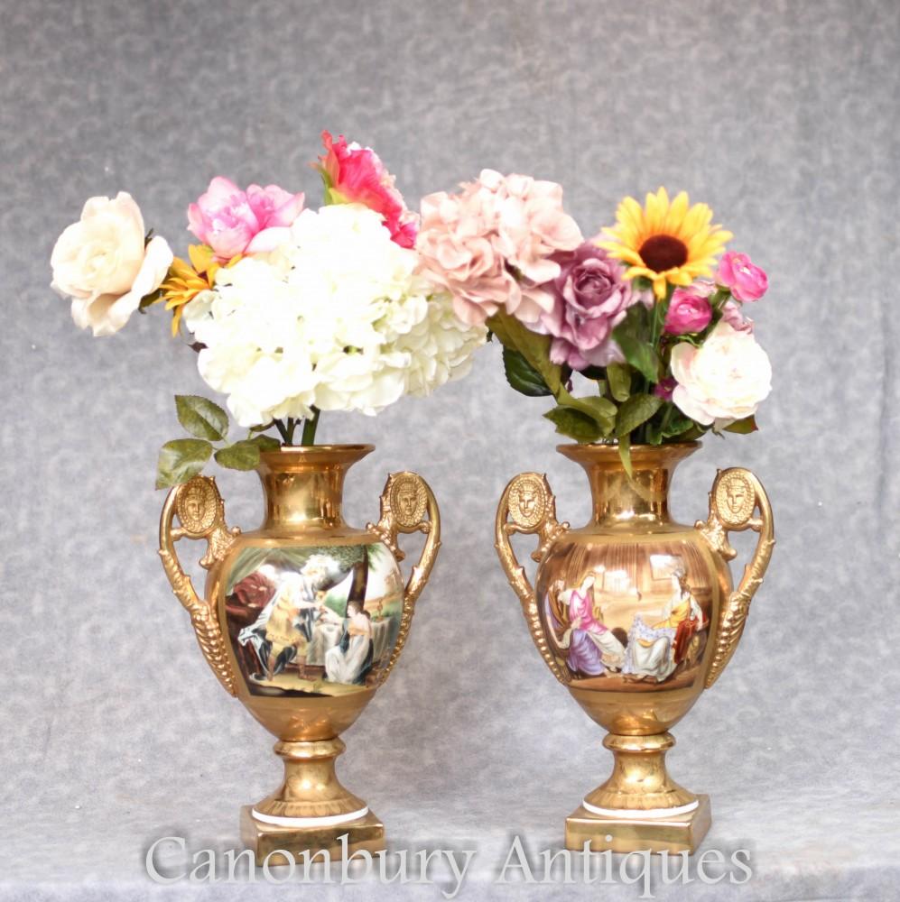 Paire De Vases En Porcelaine De Sevres - Urnes À Panneaux Romains