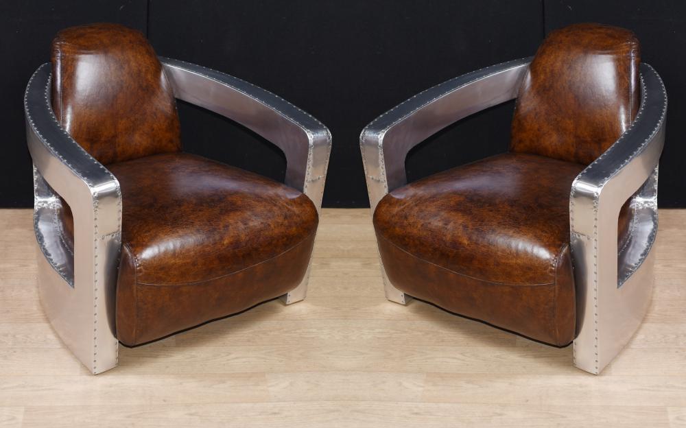 Paire de fauteuils club aviateur Art Déco, bras en cuir chromé