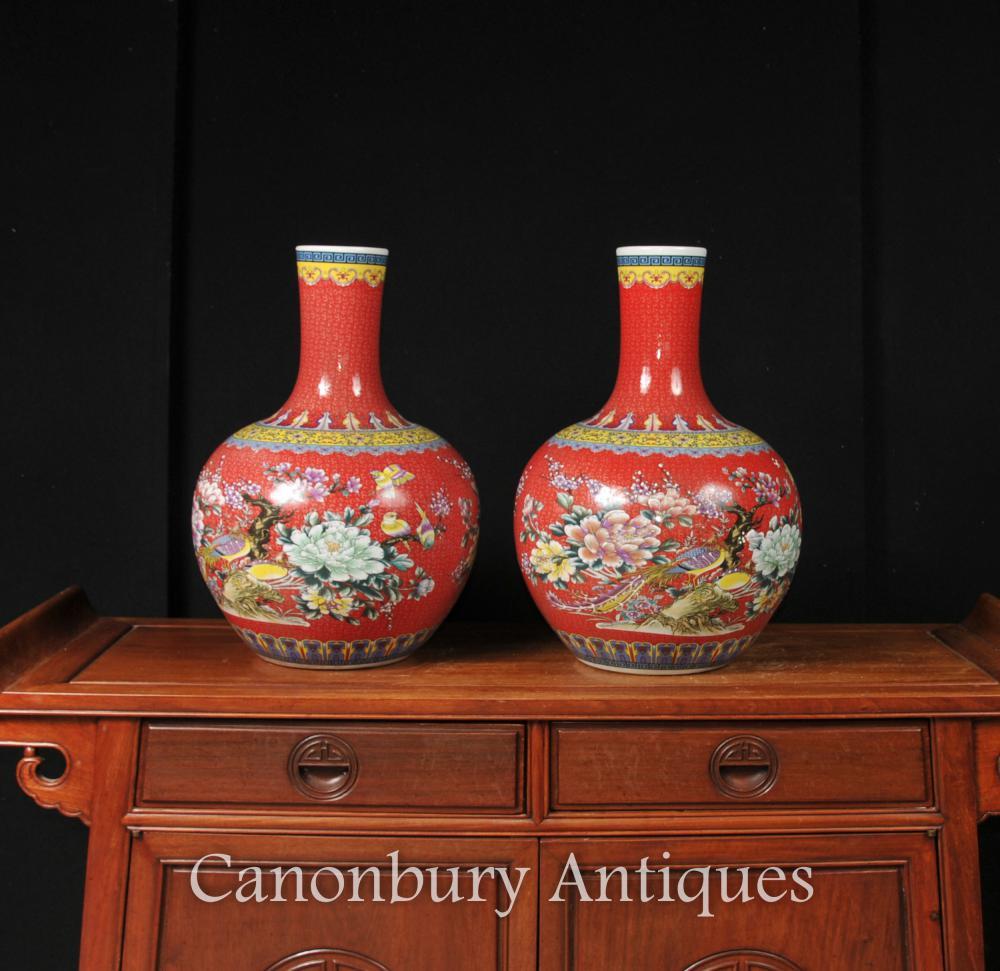 Paire d'urnes en porcelaine chinoise Ming, rouge impériale Shangping