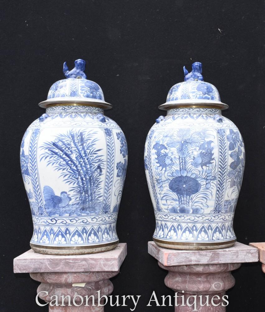 Vases en porcelaine Ming - Urnes chinoises en porcelaine bleue et blanche