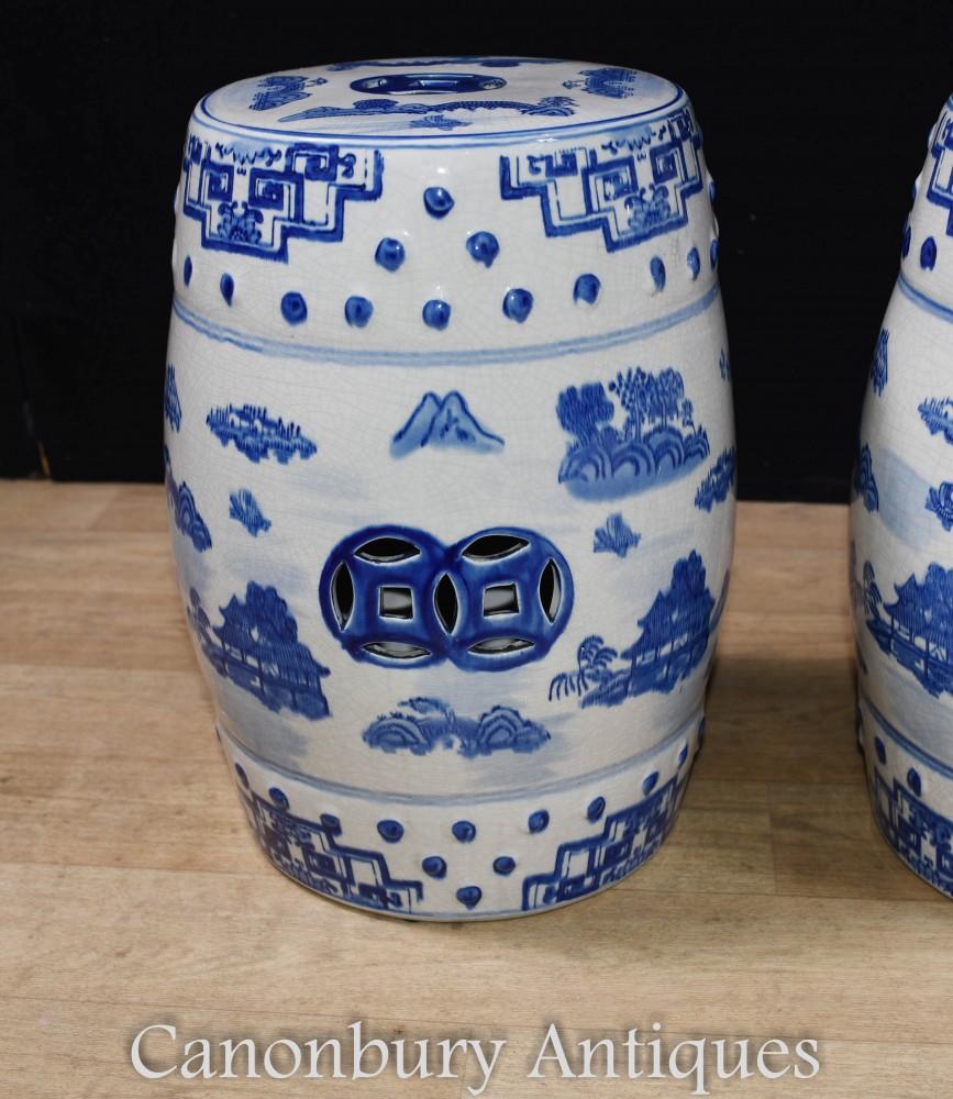 Pair Tabourets En Porcelaine Chinoise - Urne Ming Bleue Et Blanche