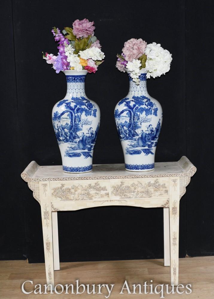 Paire De Vases Chinois En Porcelaine Bleue Et Blanche Urnes Nankin