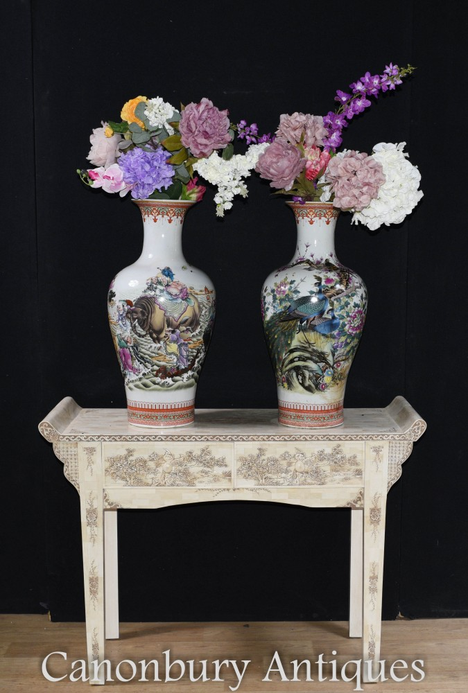 Paire De Vases En Porcelaine Chinoise - Urnes Qianlong