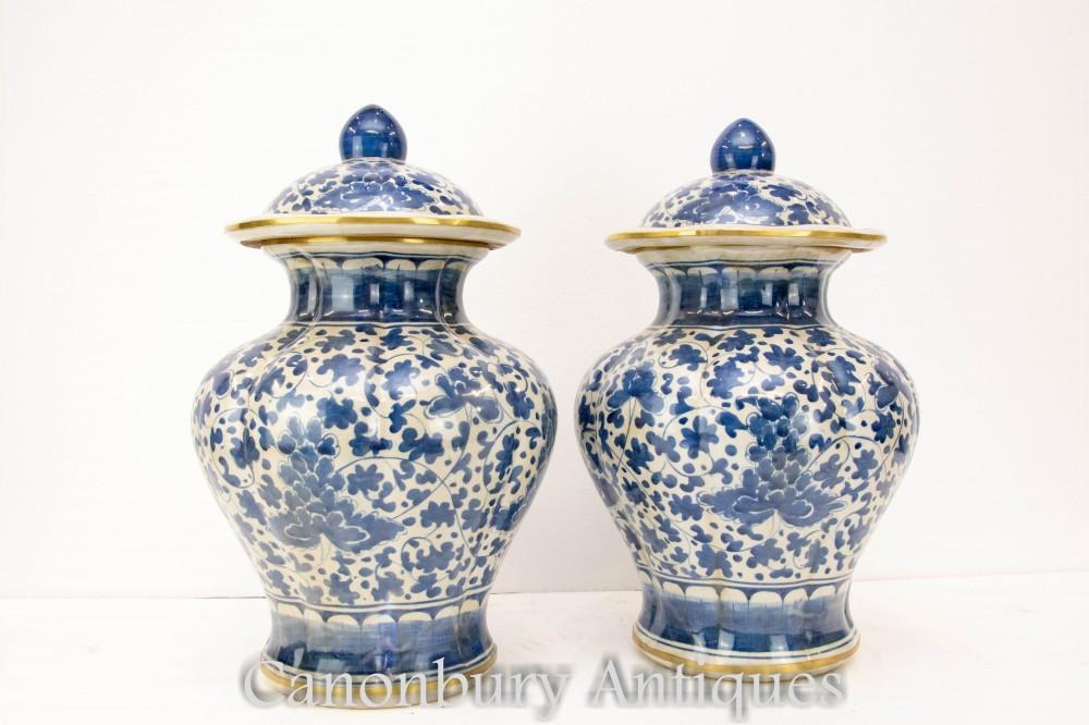 Paire De Vases Peints En Porcelaine De Chine - Poterie Ming Bleu Et Blanc