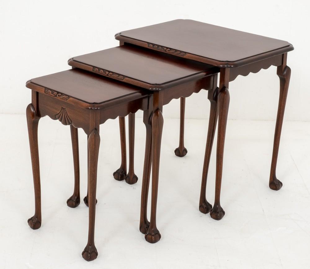 Nid de tables Chippendale - Table d'appoint en acajou
