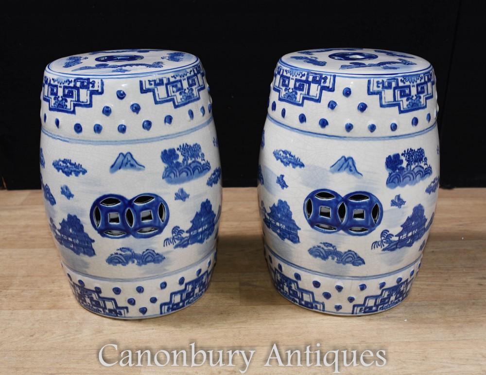 Paire De Tabourets En Porcelaine Chinoise - Urne Ming Bleue Et Blanche