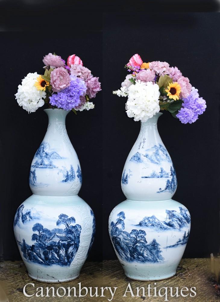 Paire de vases en porcelaine de Chine Ming - Urnes Double Gourde Bleue et Blanche