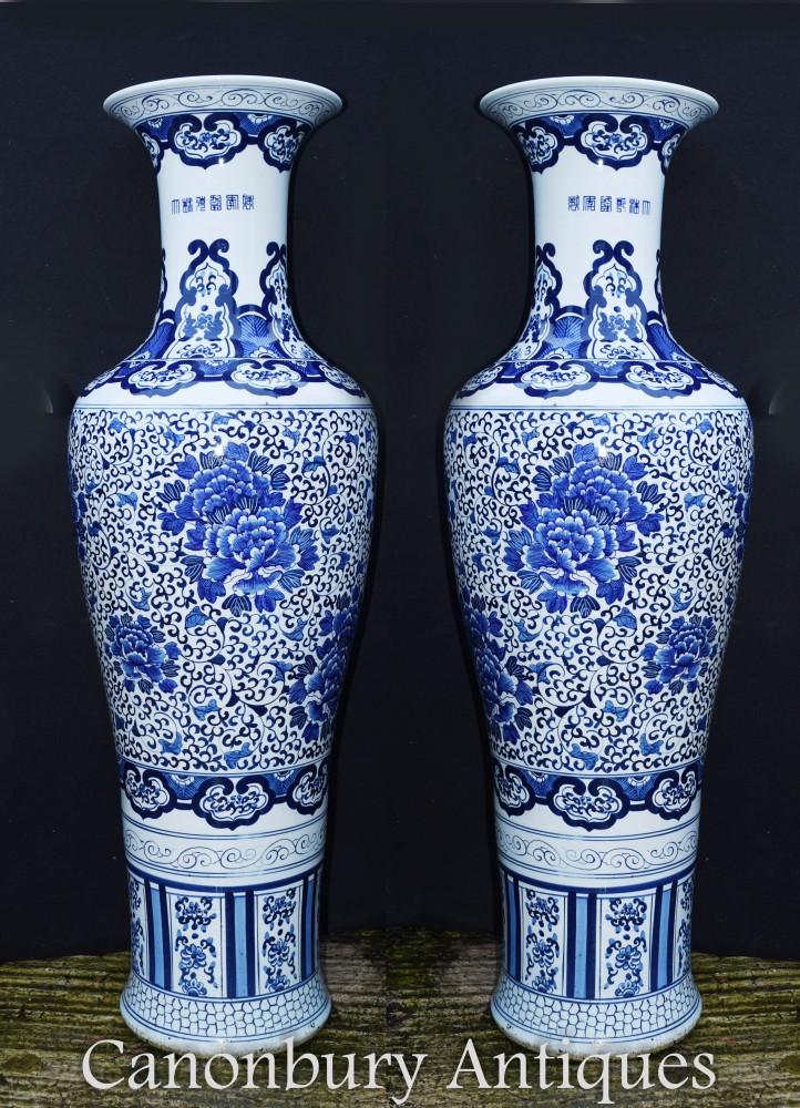 Paire d'urnes en porcelaine de Chine - Vases Ming Bleu et Blanc