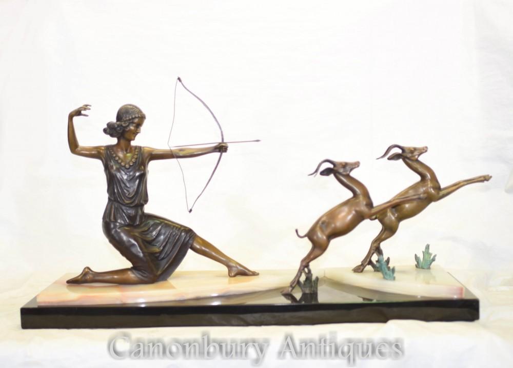 Statue Diana Chasseuse en bronze Art Déco avec Gazelles
