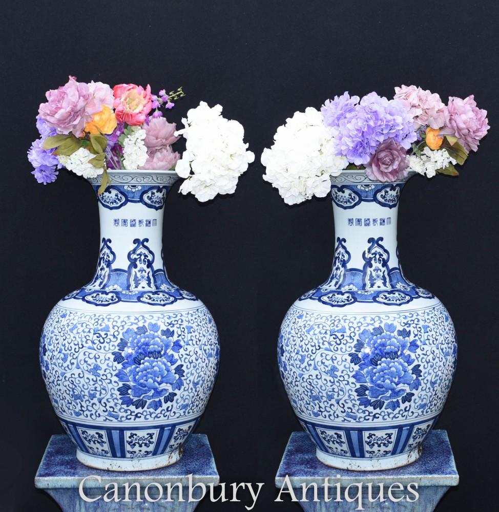 Urnes Chinoises Bleu Et Blanc Ming - Vases De Temple Chinois