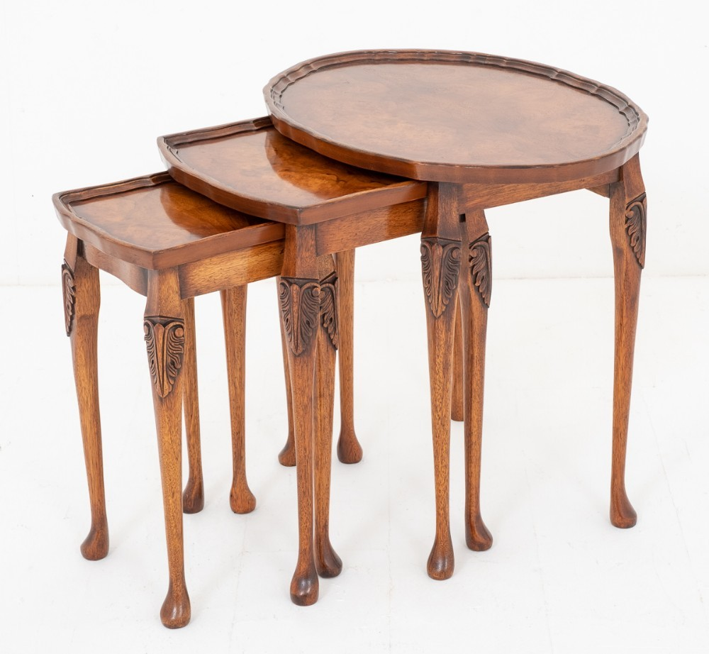 Tables Anciennes-Burr Walnut 1920