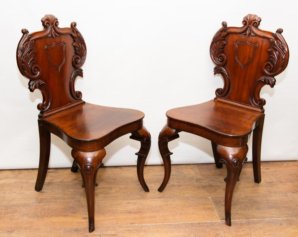 Deux Chaises De Salle De L'Époque Victorienne - Sièges Antiques Sculptés De 1840