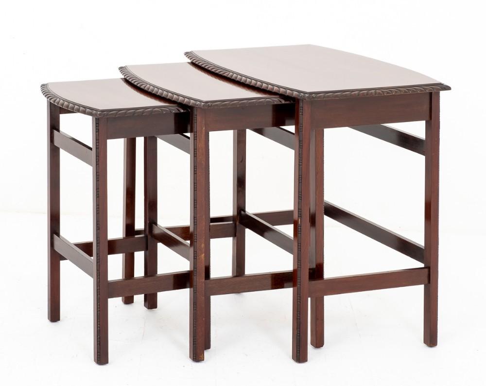 Nid de Tables en Acajou Antique